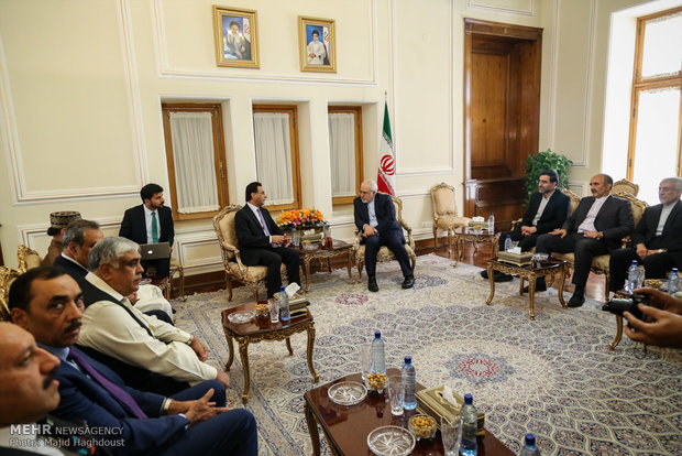 Zarif meets with officials from Pakistan, Portugal