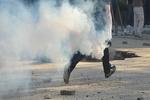 Selanik'te Türk Konsolosluğu önündeki polislere molotoflu saldırı