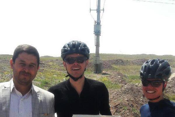 رباط گردی زوج آلمانی با دوچرخه