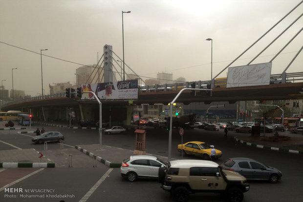 تندباد ۷۵ کیلومتری در راه تهران/شمال خنک میشود