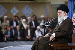 قائد الثورة الإسلامية يستقبل مسؤولي نظام الجمهورية الإسلامية وسفراء العالم الاسلامي