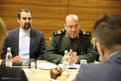 """العميد """"حسين دهقان"""" من موسكو : مستعدون لمواجهة الإئتلاف الثلاثي الأمريكي السعودي الإسرائيلي"""