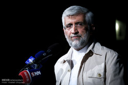 دشمن تلاش می کند مسیر امت اسلامی را منحرف کند