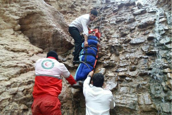 سقوط جوان کوهنورد در ارتفاعات شهرستان ساوه/ مصدوم نجات یافت