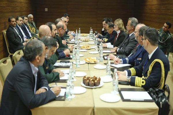وزير الدفاع الايراني يلتقي نظيره البرازيلي بعد 40 عاماً