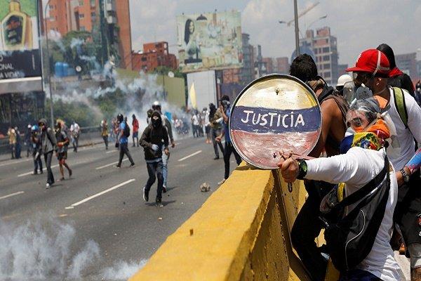 34 قتيلاً في اشتباكات بين محتجين والشرطة بفنزويلا