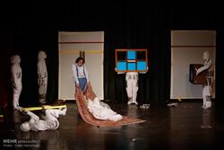 تئاتر «اوبوشاه»از اصفهان به جشنواره بینالمللی دانشگاهی تهران رفت
