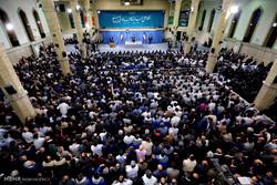 مشاهد من لقاء جمع من العمال مع قائد الثورة الاسلامية