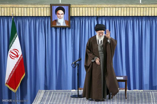 قائد الثورة الإسلامية يستقبل جمعا من المعلمين بمناسبة تكريم أسبوع المعلم
