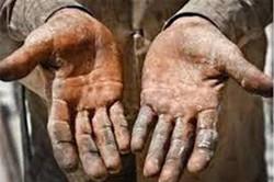 پای زندگی کارگران کرمانشاهی میلنگد/امید به برداشتن سنگ مشکلات