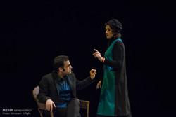 """عرض مسرحية """" الكاتب متوفى"""" في طهران/صور"""