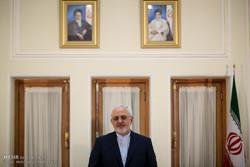 ظريف: قرار ترامب بحظر دخول الايرانيين مسرحية مخزية وعداء أعمى