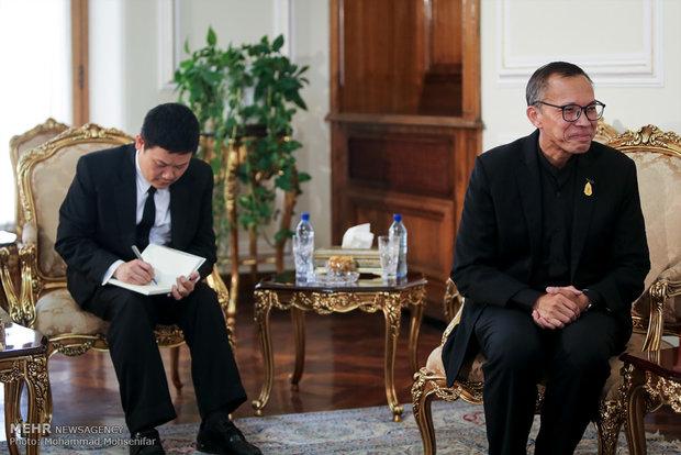 Zarif meets with South Asian, African ambassadors