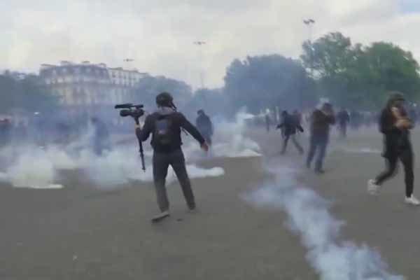 شهڕ و پێکادانی پۆلیس و کرێکاران له پاریس