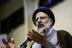 المرشح رئيسي ينتقد روحاني ويدعوه إلى إجراء مناظرة مع الرئيس السابق أحمدي نجاد
