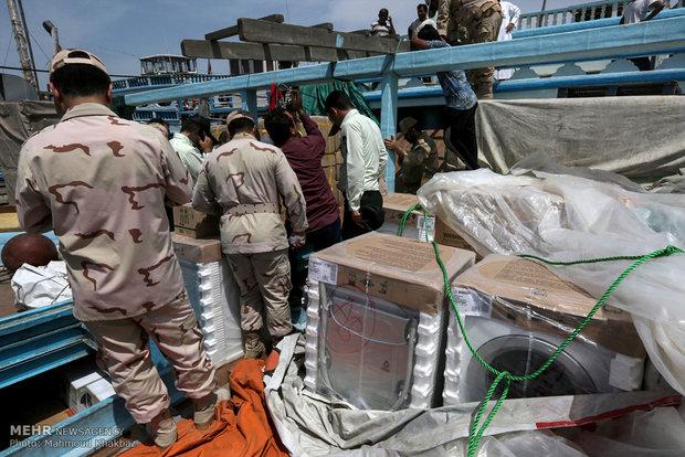 توقیف دو لنج حامل کالای قاچاق در آبهای کیش