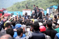 الرئيس روحاني يلتقي أسر الضحايا والجرحى في حادث منجم أزادشهر