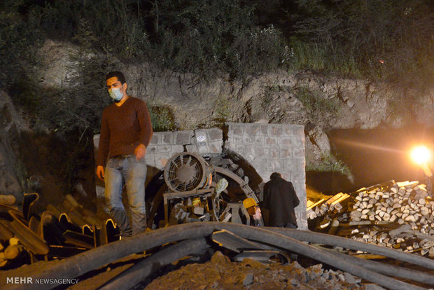 ادامه امداد رسانی به معدنچیان یورت