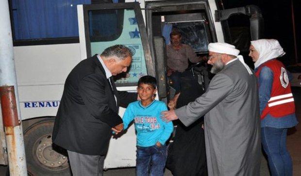 Nine more families return to al-Waer in Homs
