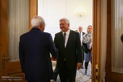 Zarif meets APA SG, Norwegian official