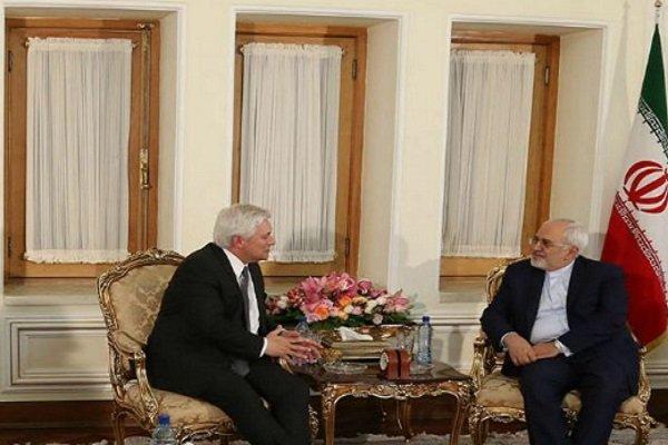 ظريف يدعو الى تعزيز العلاقات الثقافية والبرلمانية بين ايران والنرويج
