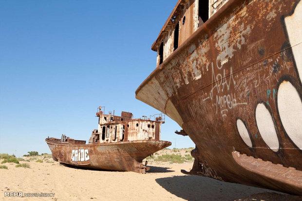 گورستان کشتی ها در وسط کویر