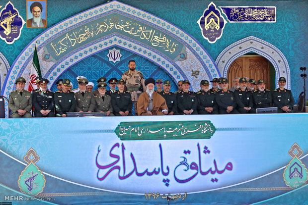 بحضور قائد الثورة الاسلامية مراسم تخريج دفعة من ضباط جامعة الامام