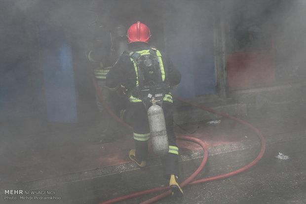 آتش سوزی گسترده در پاساژ رضوان اهواز