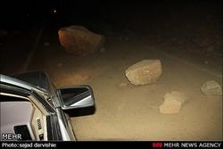 ریزش کوه در جاده «طارس» در اثر زلزله فیروزکوه/ راه باز شد