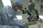 روباتی که جراحی چشم انجام می دهد