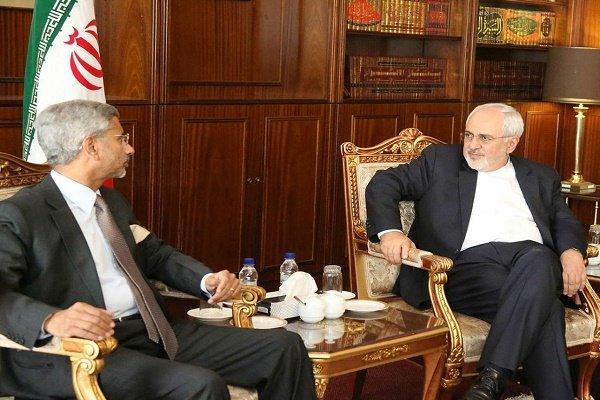 ظريف يشدد على ضرورة رفع الموانع أمام التعاون المصرفي بين ايران والهند