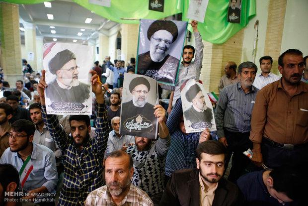 İran'ın dört bir köşesinden seçim coşkusu