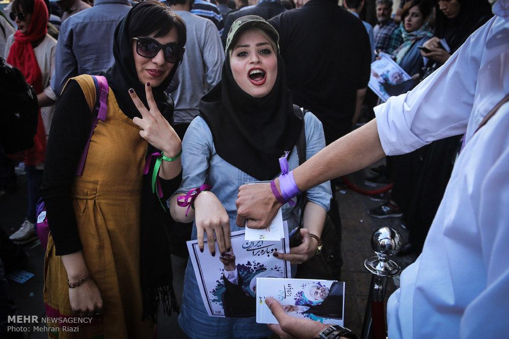 آخرین ساعت های تبلیغات انتخابات ریاست جمهوری در سطح شهر تهران -۳