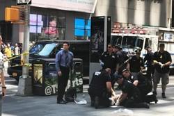 هجوم یک خودرو به جمعیت حاضر در میدان تایمز نیویورک/یک نفر کشته شد