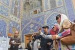 انگشت های رنگی مردم اصفهان/ سوژه امروز دوربین توریست های خارجی