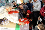 مردم برای رای به نظام پای صندوق ها آمدند