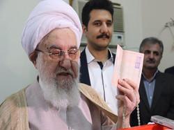 نماینده ولی فقیه در گیلان پای صندوق رأی حاضر شد