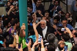 شخصيات سياسية ايرانية تدلي بصوتها في الانتخابات /صور