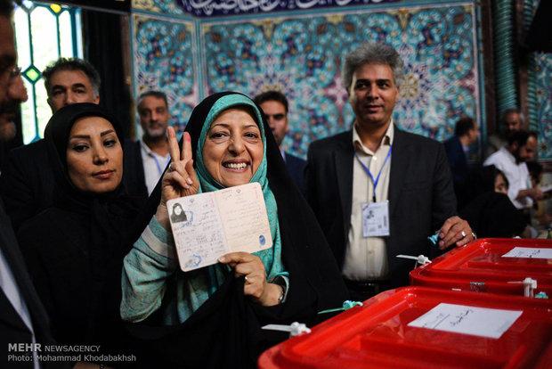 Fotoğraflarla Ruhani'nin oy kullanması