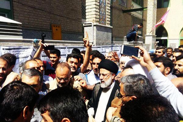 المرشح الرئاسي ابراهيم رئيسي يدلي بصوته في الانتخابات