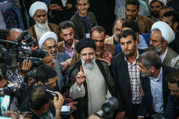 المرشحون الرئاسيون الأربعة أمام صناديق الاقتراع