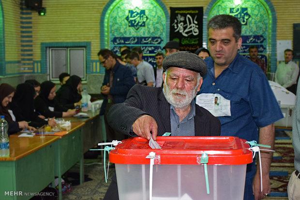 مردم استان سمنان حضوری باشکوه در پای صندوق های رای داشتند