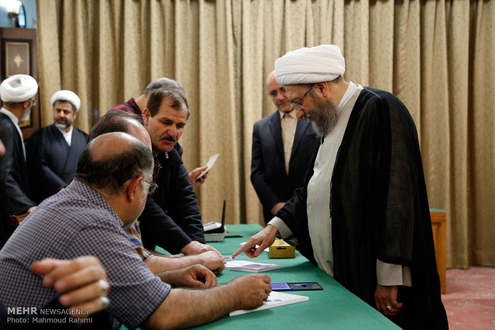 حضور آیت الله صادق آملی لاریجانی رئیس قوه قضائیه در انتخابات