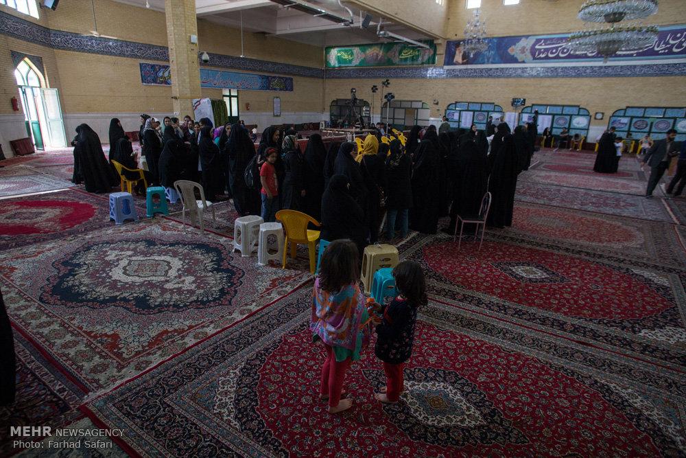 مشاهد من المشاركة في الانتخابات الرئاسية والمجالس البلدية في ايران