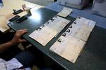 وجود تعرفه های رای اسکن شده در صندوق های انتخابات اهواز