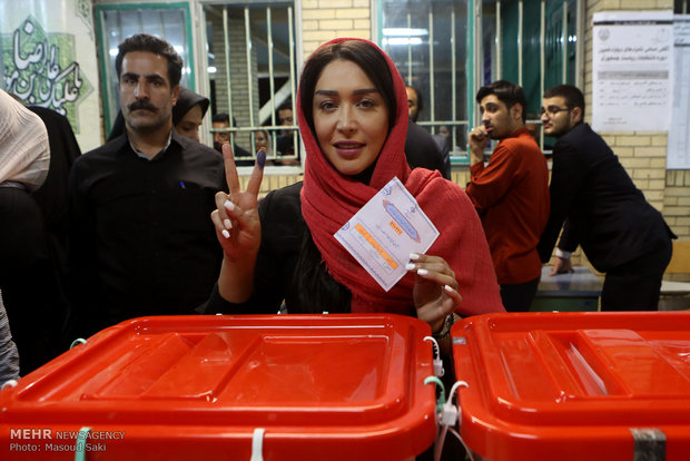 Final moments of balloting in Tehran