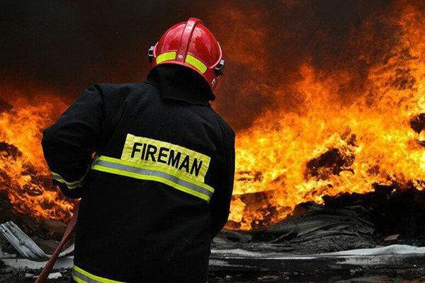 آتش سوزی در کارگاه کفاشی /نجات یک نفر از میان شعله ها