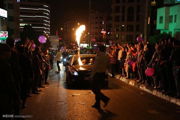Tahran halkından zafer kutlamaları