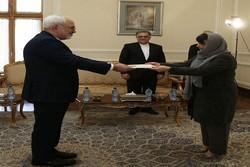 سفيرة سلوفيينا الجديدة تقدم نسخة من أوراق اعتمادها الى ظريف