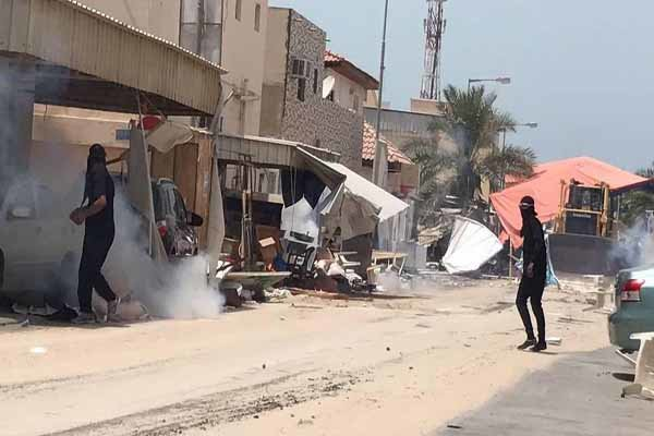 One Bahraini killed, dozens injured in clashes with police